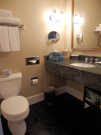 Marquesa Hotel: Clean Bathroom