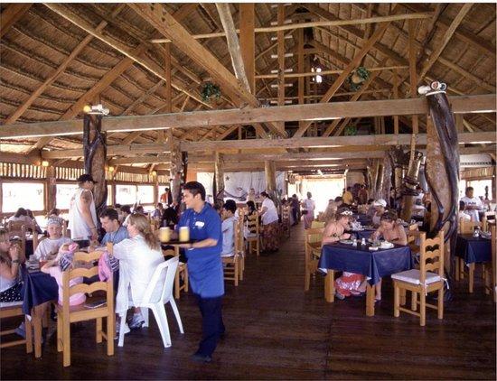 Las Perlas Condos: Restaurant service Imperial las perlas cancun