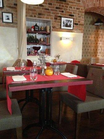 Le Rouge - brasserie & cafe: Добавить подпись