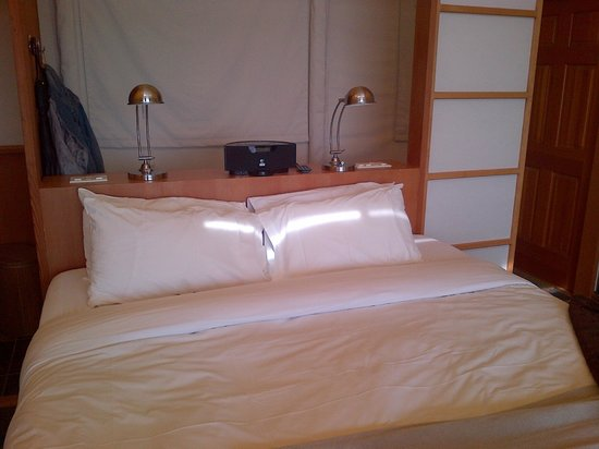 Rockwater Secret Cove Resort : Nice Comfy bed