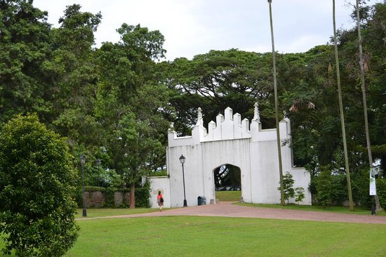 how to get to fort canning park