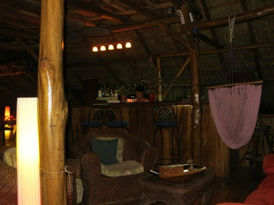 Brasilito, Costa Rica: Bar and dining area Papaya