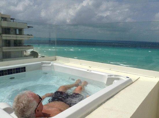 Ixchel Beach Hotel: Rooftop hottub