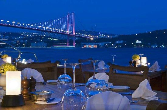 Et Cetera on the Bosphorus