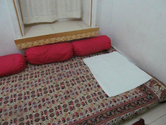 Bhanwar Vilas Guest House: Sitting area in room