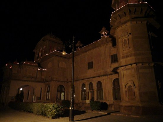 Hotel Lalgarh Fort And Palace: Front side of the hotel