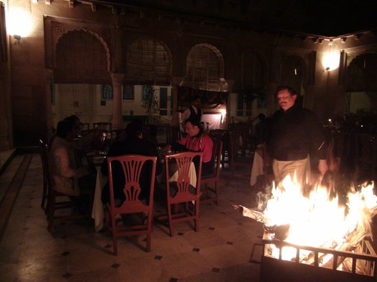 Hotel Lalgarh Fort And Palace: Dinner time