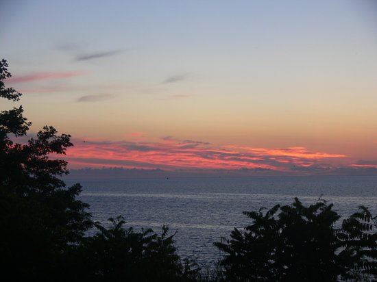 Lake Orchard Farm Retreat: Sunrise view over Lake Michigan