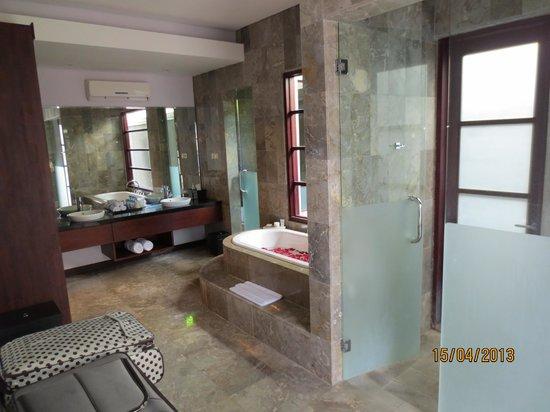 The Wolas Villas & Spa: Bathroom