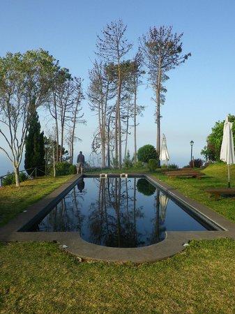 Atrio: piscine et au loin la mer ...