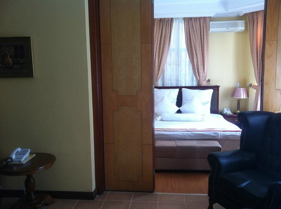 East African All Suite Hotel & Conference Centre: Master Bedroom