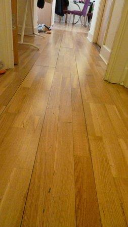 Citadines St Mark's-Islington London: sharp edges of floor board