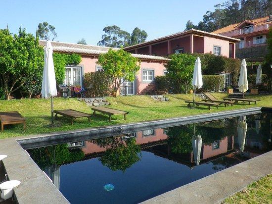 Atrio: piscine, les 3 chambres donnant dessus, et au fond la terrasse du petit déjeuner et du dîner !