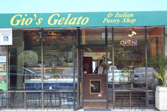 Gio's Gelato and Italian Pastry : Shop front