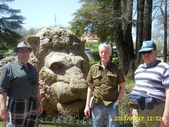 Dar Dalila: Stone lion in Ifram