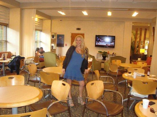 Hampton By Hilton Miami-Coconut Grove/Coral Gables: SALON CONFORTABLE Y AGRADABLE