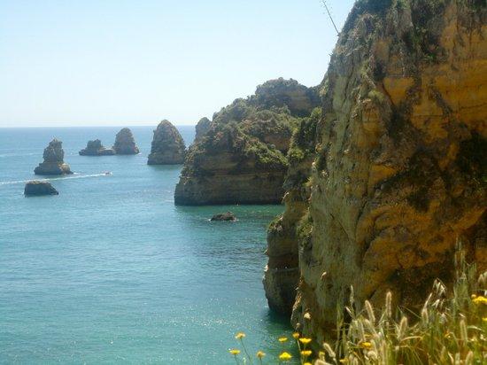 Praia Dona Ana: Cliffs near beach