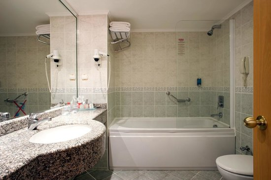 Presa di Finica Hotel & Suites: big bathroom