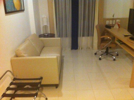 Quality Hotel Manaus: Ante-sala no apto.