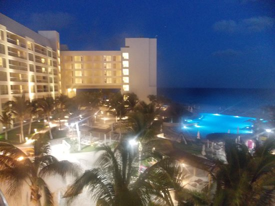 The Westin Lagunamar Ocean Resort: Y de noche
