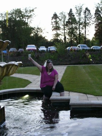 Moorpark House Hotel: fountain fun at 11pm!