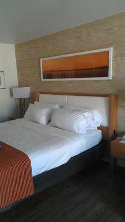 Holiday Inn Riverwalk: King Size Bed