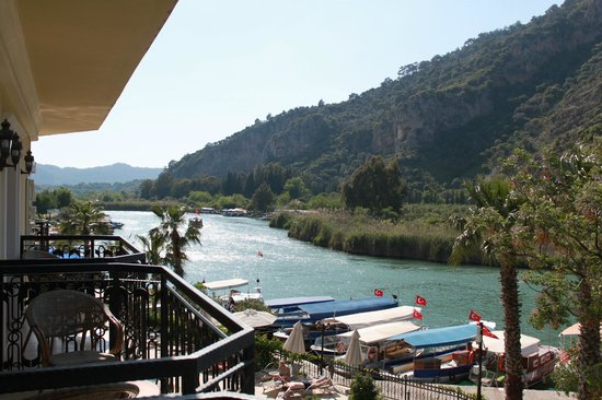 Dalyan Tezcan Hotel: View down the river from my balcony