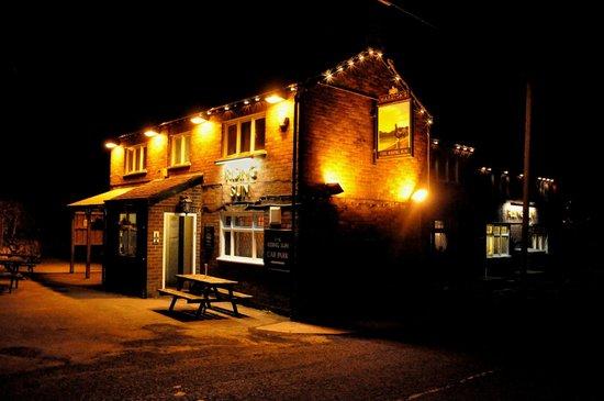 The Rising Sun Country Pub & Restaurant: The Rising Sun at Night