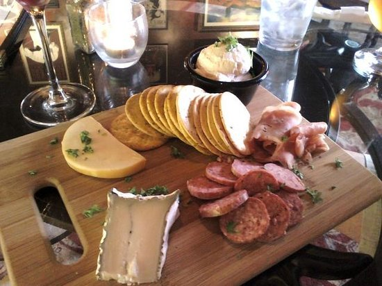 Ophelia's Tapas & Wine Bar: Cheese & Meat tray