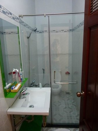 Thanh Thuy Hotel: Bathroom