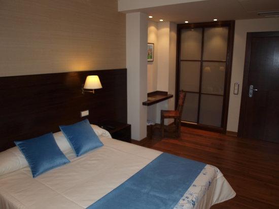 Hotel Don Paco: Habitación cama de matrimonio standard