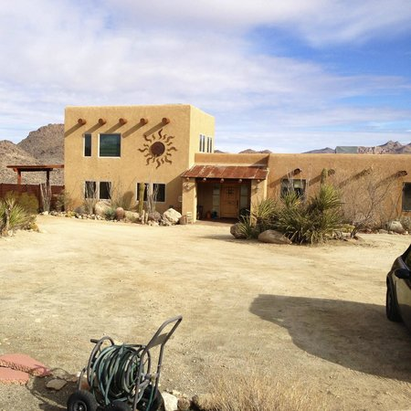 Desert Lily: Front B+B view