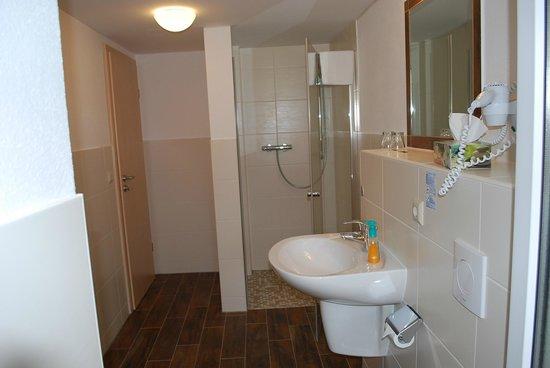 Residenz Am Schloss: Badezimmer mit bodengleicher Dusche in jedem Zimmer