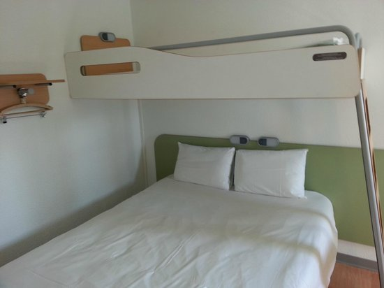 Ibis Budget Caen Nord Memorial Room Double Bed With Single Bunk Above