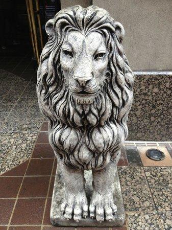 Cincinnatian Hotel: Front Entrance