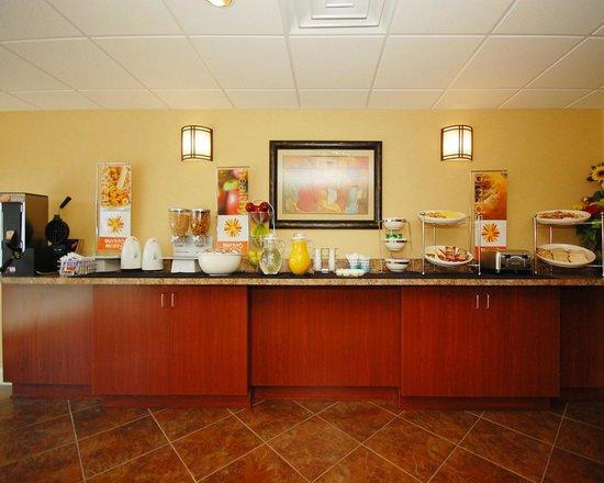 Sleep Inn & Suites: Complimentary Breakfast