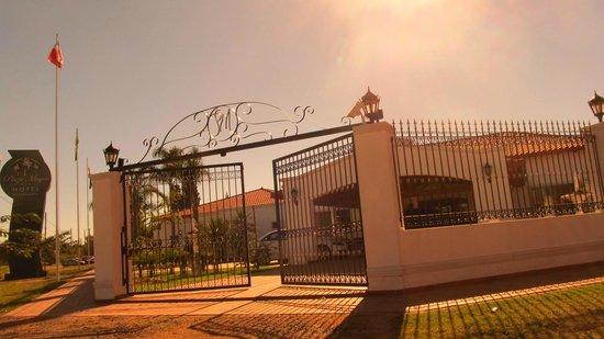 La entrada del hotel - Picture of Garden House Hotel, Rio Cuarto ...