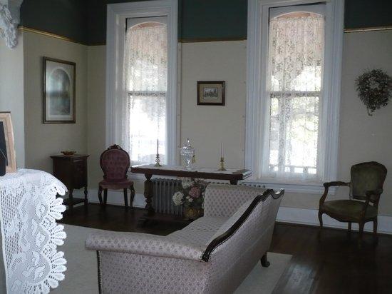 The Inn on Broadway: Living room