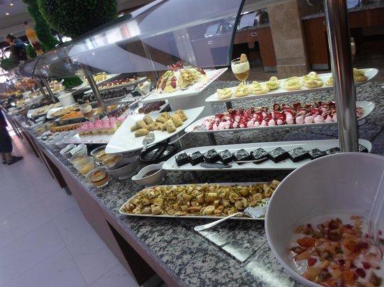 Crystal Flora Beach Resort: Buffet