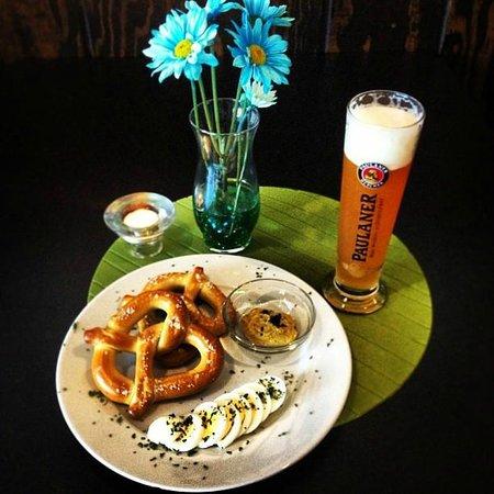 Black Forest German Restaurant: Pretzel Appetizer 5,95