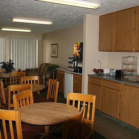 Super 8 North Sioux City: Breakfast Area