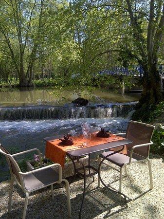 Restaurant Auberge De La Roussille Dans Niort Avec Cuisine