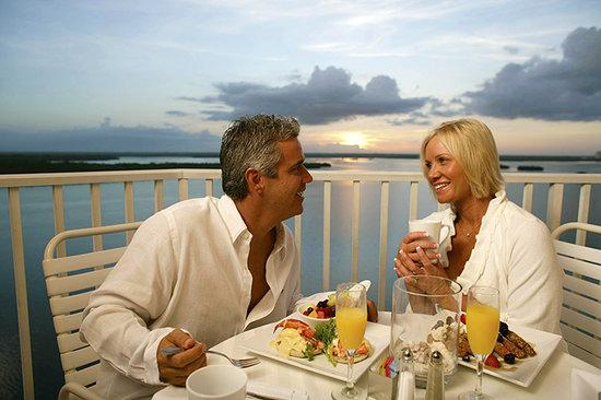 Lovers Key Resort : Couple at breakfast on balcony