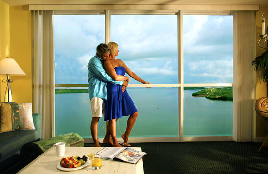 Lovers Key Resort : Floor-to-ceiling windows provide great views of the bay.