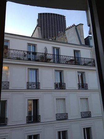 تيمهوتل تور مونتبارناسي: vue sur la tour montparnasse depuis ma chambre