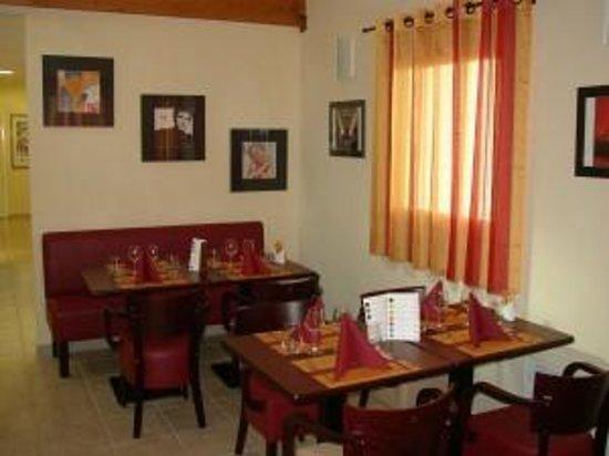 Relais Fasthotel : Salon-Salle à manger