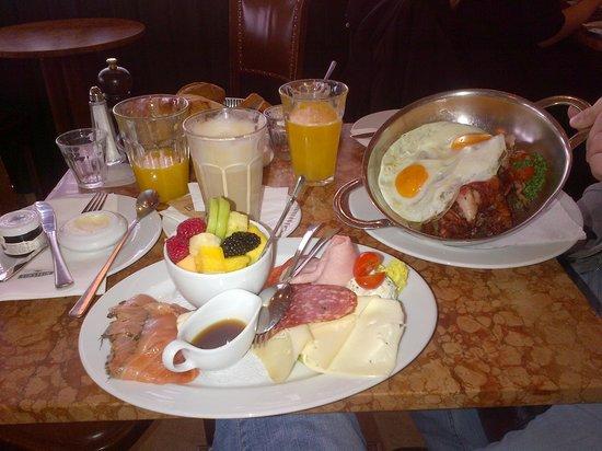 Cafe Einstein: Breakfast :)
