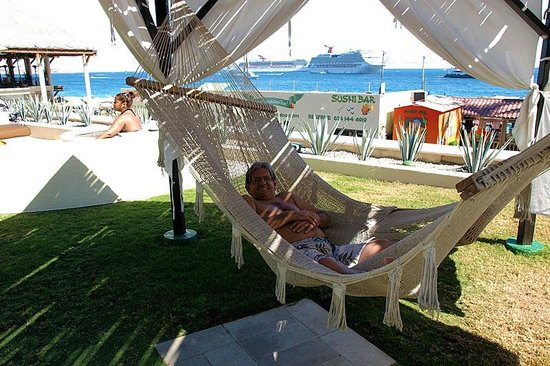 Casa Dorada Los Cabos: Using one of the hammocks