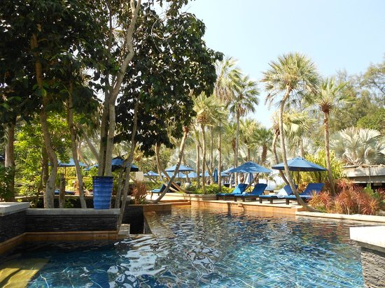 Marriott's Phuket Beach Club: Gorgeous blue pool