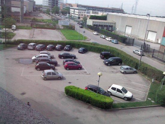 Ibis Verona: Parcheggio Ibis Hotel_00